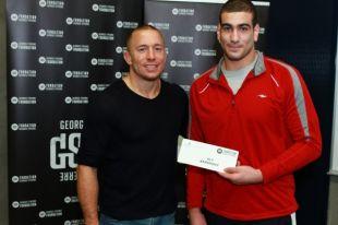 Un athlète de Longueuil reçoit une bourse de la Fondation Georges St-Pierre