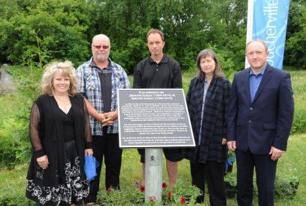 Inauguration d'une plaque commémorative ?à la mémoire de Jérémie et Gabriel Dubuc