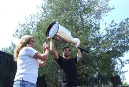 Kristopher Letang et la coupe Stanley à Sainte-Julie : Hot!