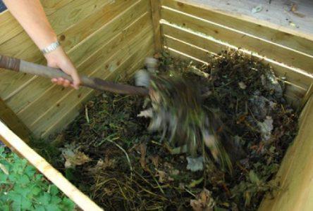 La Ville de Boucherville propose une démonstration pratique sur le compostage
