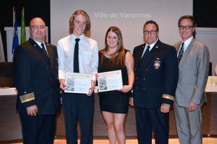 Varennes rend hommage à deux moniteurs-sauveteurs du Complexe aquatique