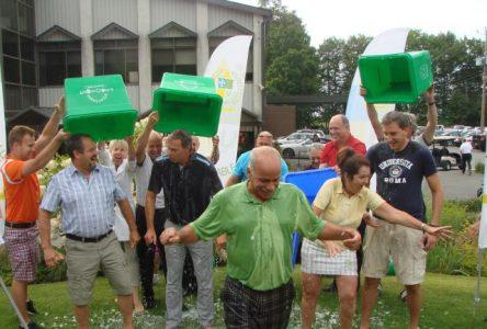 Les maires de la MRC relèvent Le Ice Bucket Challenge!