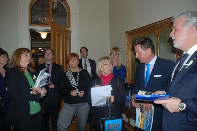 Le livre sur l'histoire de l'aviron au Québec présenté à l'Assemblée nationale