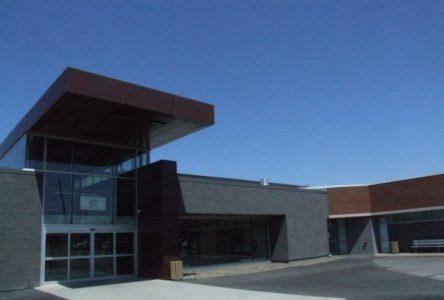 Le Centre Gilles-Chabot hérite de certains équipements de l'aréna du Centre sportif Pierre-Laporte