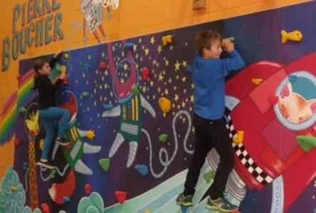 Inauguration d'un mur d'escalade artistique à l'école Pierre-Boucher
