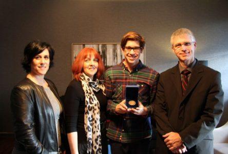 Un jeune Bouchervillois reçoit la médaille académique du gouverneur général 2013-2014