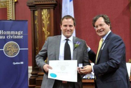 Le Bouchervillois Pierre Valois reçoit une mention d'honneur du civisme