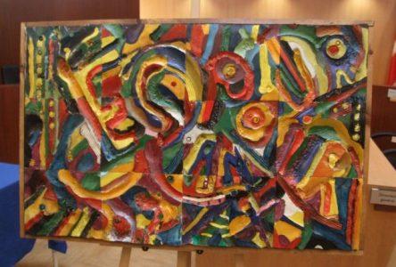Un groupe d'aînés du 4e âge participent à une œuvre d'art collective