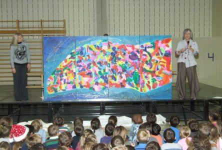 Les élèves de l'école Les Jeunes découvreurs créent une murale