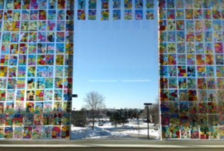 Lieu d'exposition réservé aux adolescents à la bibliothèque municipale de Boucherville