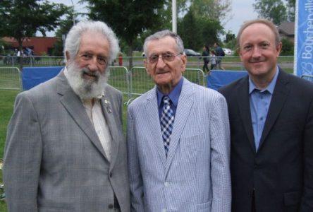 Ronald Beaupré reçoit le Prix Pierre-Boucher