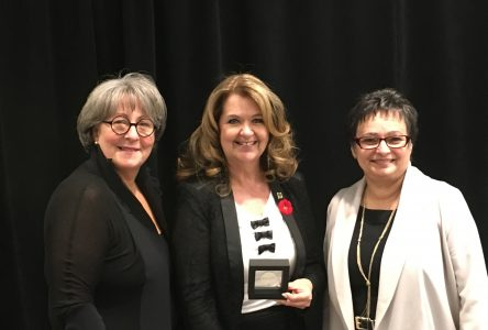 La mairesse de Sainte-Julie reçoit un prix pour ses initiatives en santé durable