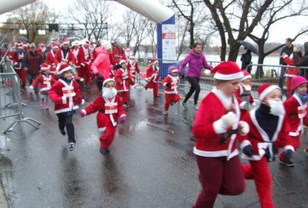 Près de 500 participants malgré la pluie au Défi des pères Noël