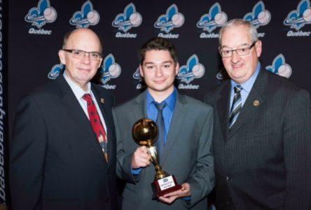 Un Varennois reçoit le Méritas provincial pour l'Arbitre Espoir 2016