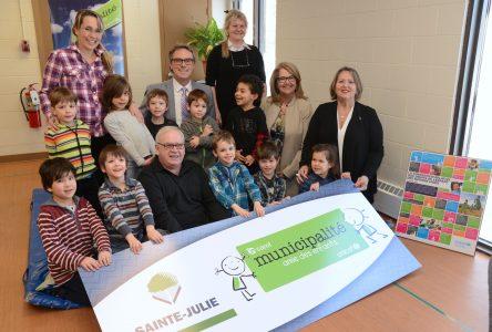Sainte-Julie renouvelle son accréditation Municipalité amie des enfants et dévoile plusieurs projets pour les jeunes
