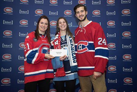 Une recrue de l'équipe féminine de hockey des Lynx récompensée!