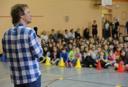 Pierre Lavoie en visite à l'école primaire L'Arpège à Sainte-Julie