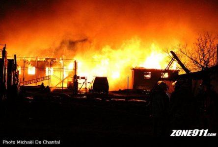 Incendie majeur dans des serres à Verchères