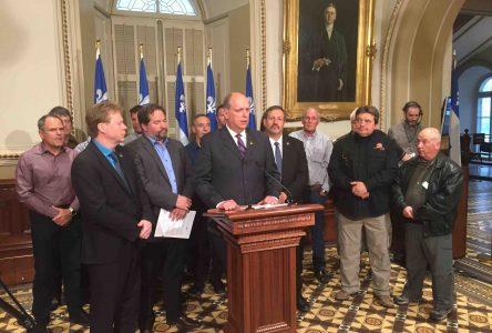 Dépôt de deux pétitions visant à assurer la survie de la pêche blanche au Québec