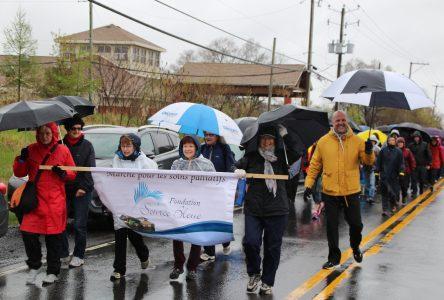 Plus de 168 000 $ amassés à la 8e Marche pour la Maison de soins palliatifs Source Bleue