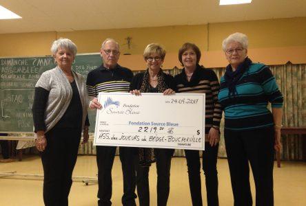 L'Association des joueurs de bridge de Boucherville remet un don à la Fondation Source Bleue