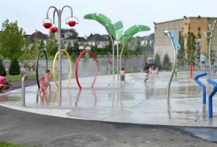 La saison 2017 des piscines extérieures et des jeux d'eau est commencée à Sainte-Julie