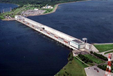 Le niveau d'eau du fleuve est plus élevé de six pieds par rapport à l'an passé