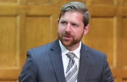 « L'ONÉ manque de crédibilité et  le gouvernement canadien de cohérence »  –  Xavier Barsalou Duval