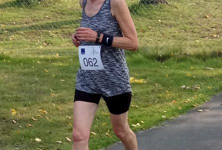 Suzanne Pineault, médaillée d'or en course aux Jeux de la FADOQ
