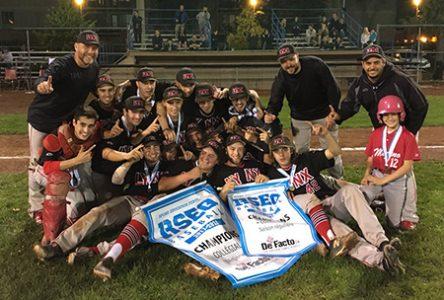 L'équipe de baseball des Lynx remporte le championnat régional