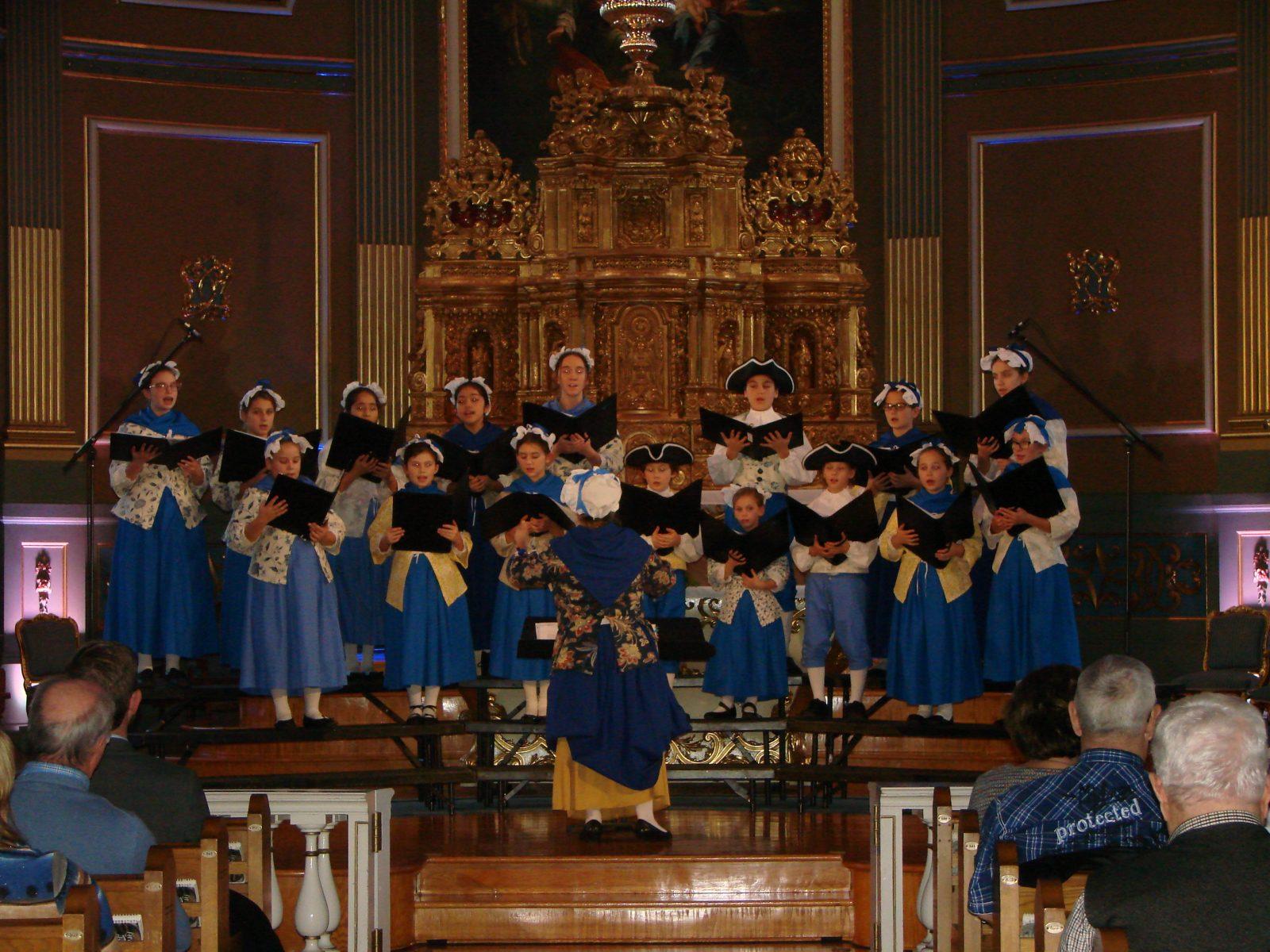 Un grand concert présenté par de Petits chanteurs