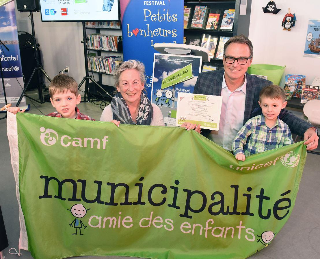 Longueuil reçoit son accréditation Municipalité amie des enfants