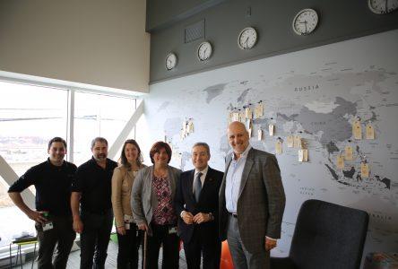 La tournée canadienne du ministre du Commerce international s'arrête à Sainte-Julie