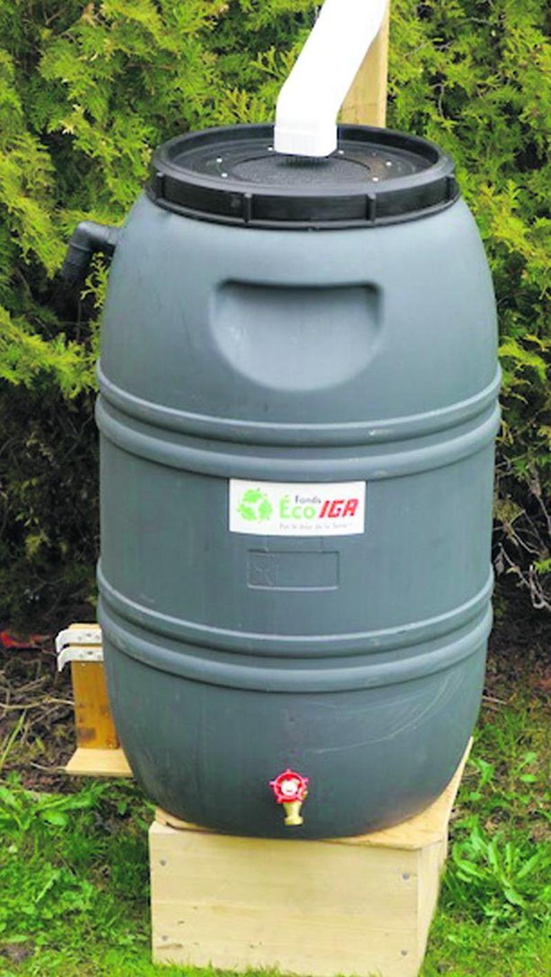 Distribution de barils récupérateurs d'eau de pluie et de composteurs domestiques