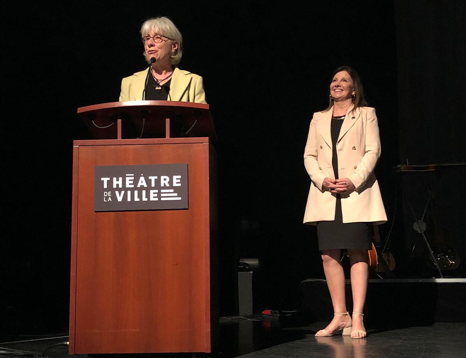 La directrice du Théâtre de la Ville de Longueuil reçoit la Médaille de l'Assemblée nationale