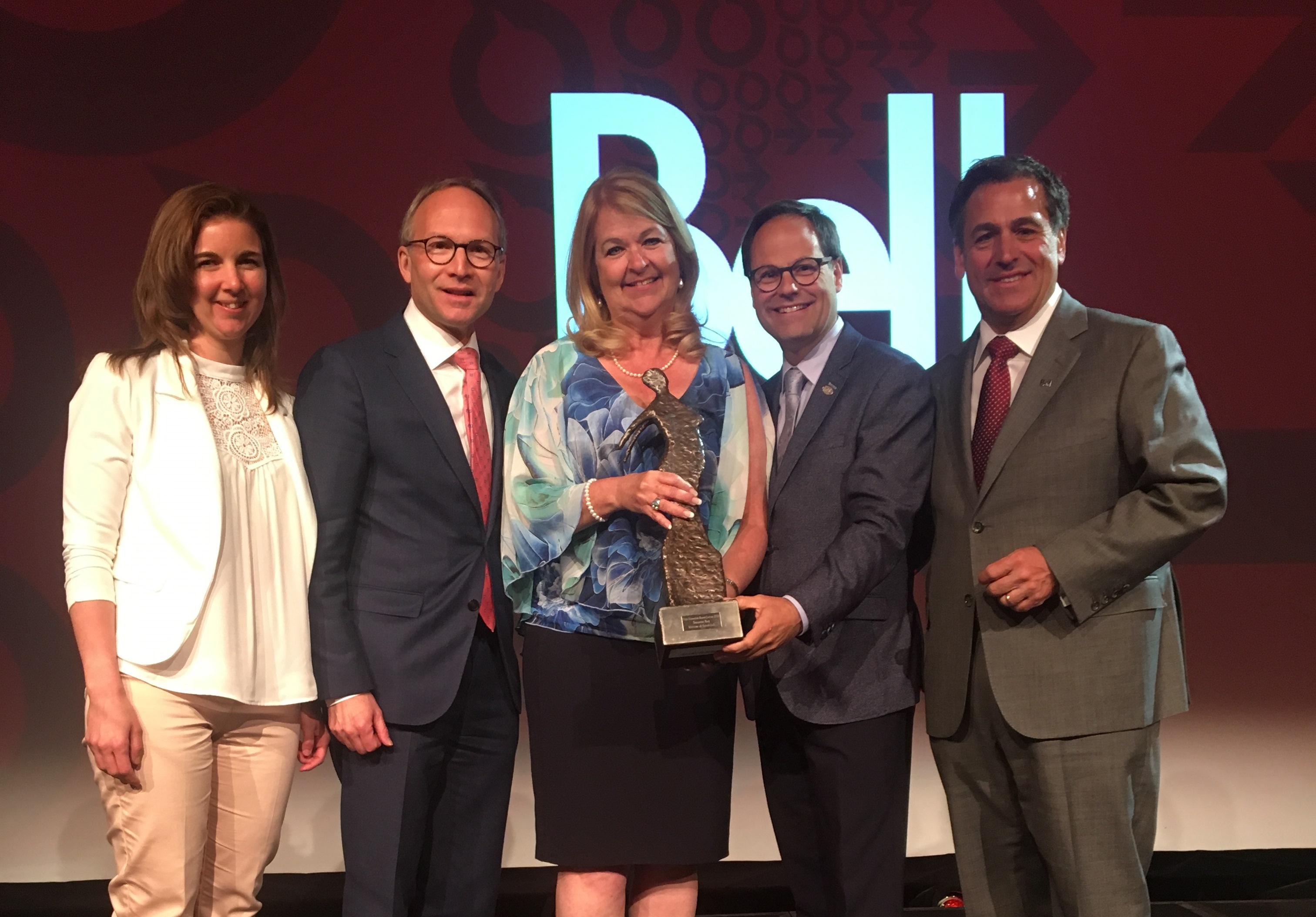 Suzanne Roy, mairesse de Sainte-Julie, reçoit le Prix Francine-Ruest-Jutras