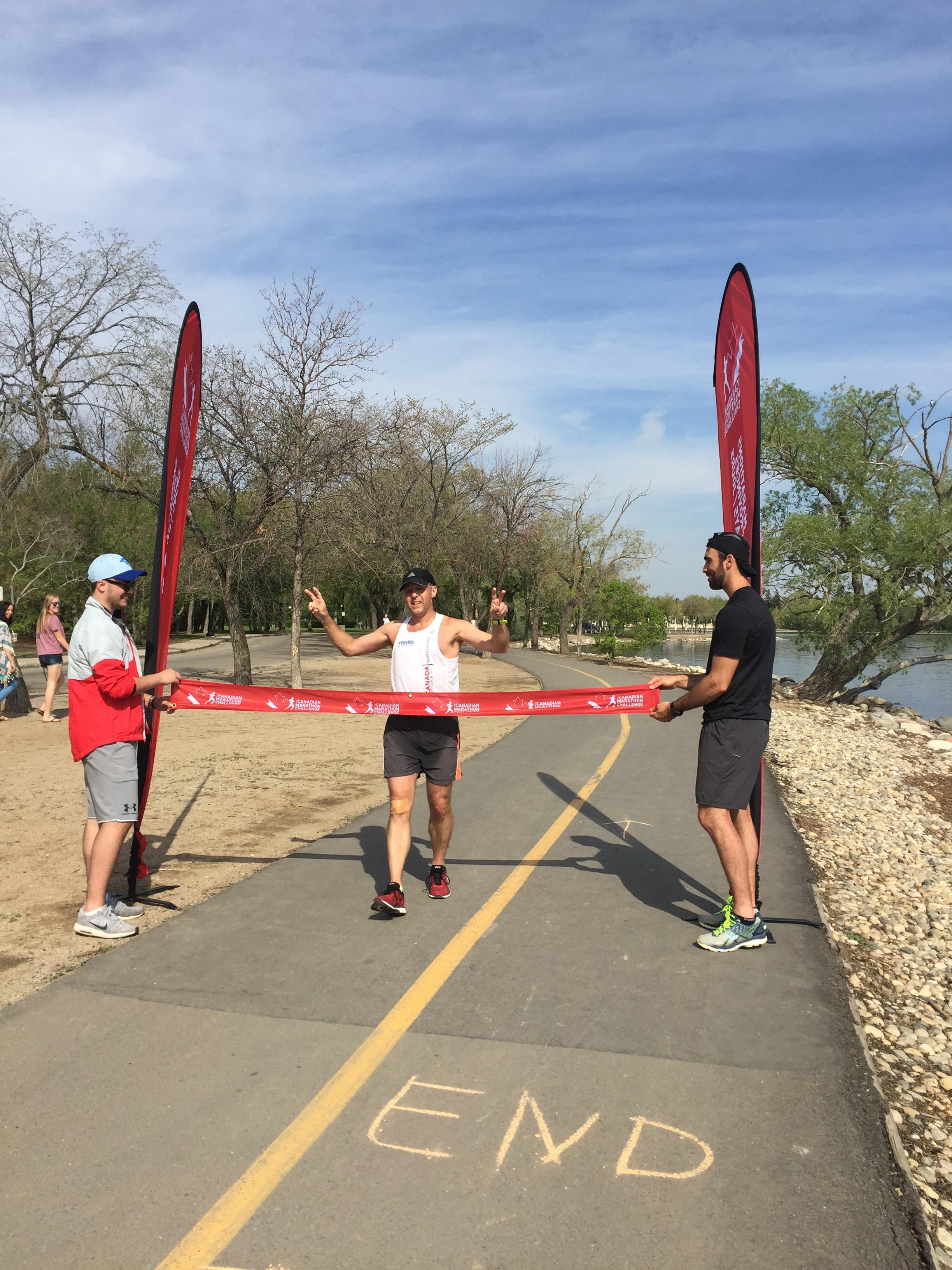 Un Bouchervillois court 10 marathons en 10 mois à travers le Canada