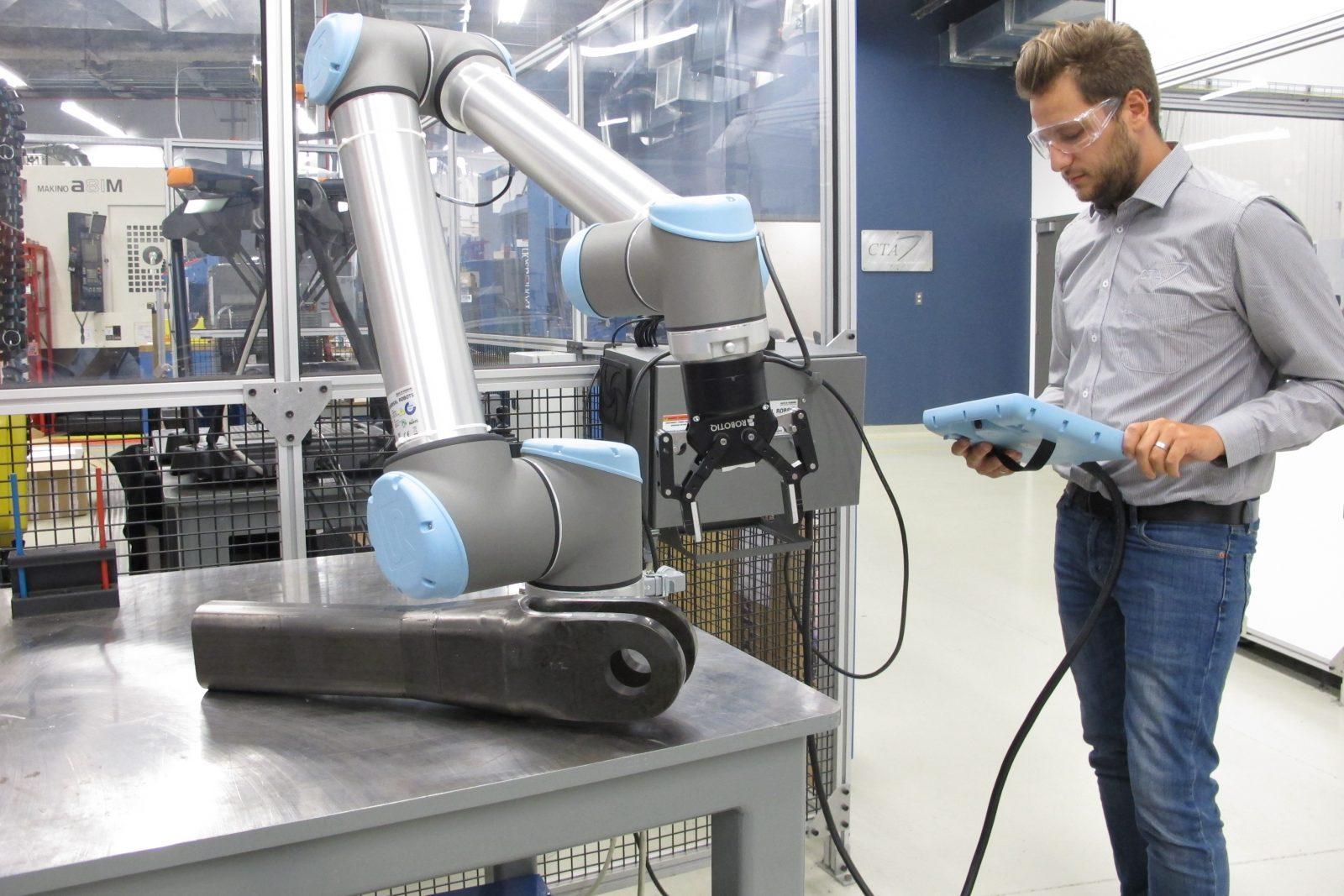 Le Centre de technologie en aérospatiale (CTA) du Cégep Édouard-Montpetit acquiert des robots collaboratifs