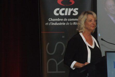 La mairesse Sylvie Parent rappelle aux politiciens en campagne électorale les besoins de Longueuil