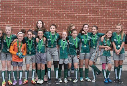 Une superbe saison de soccer estivale pour les Rafales féminine U12 de Sainte-Julie