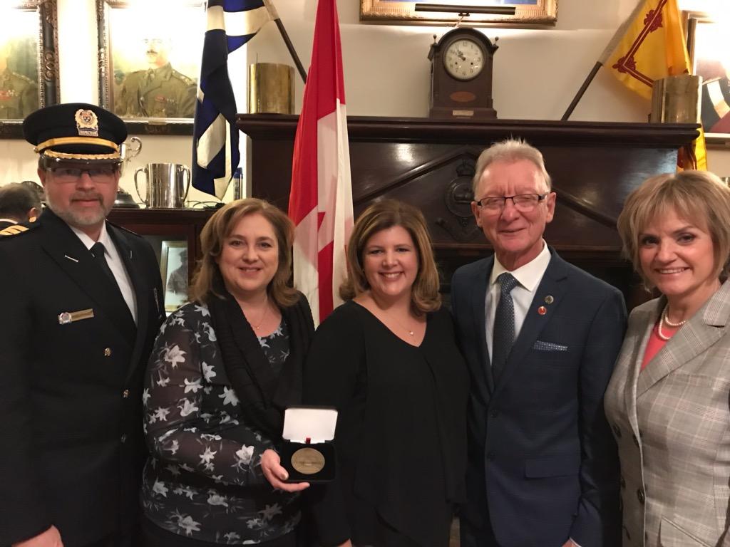 La médaille du 150e anniversaire du Sénat canadien décernée à l'équipe Mobilis