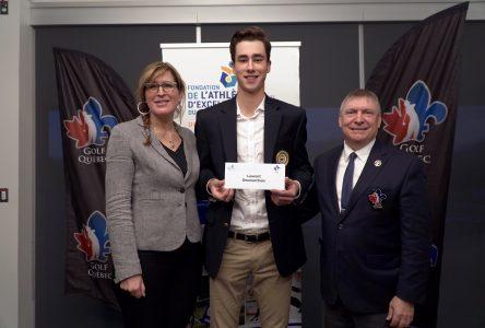 Le golfeur Laurent Desmarchais reçoit une bourse de 4000 $