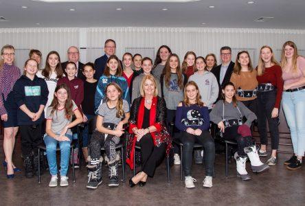 Des joueuses de ringuette honorées par le conseil municipal de Sainte-Julie