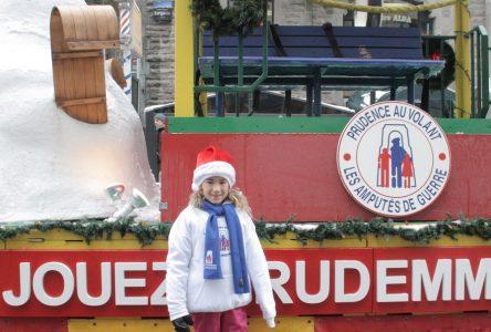 Défilé du père Noël à Montréal: une jeune fille amputée de Varennes sensibilise les enfants à la prudence