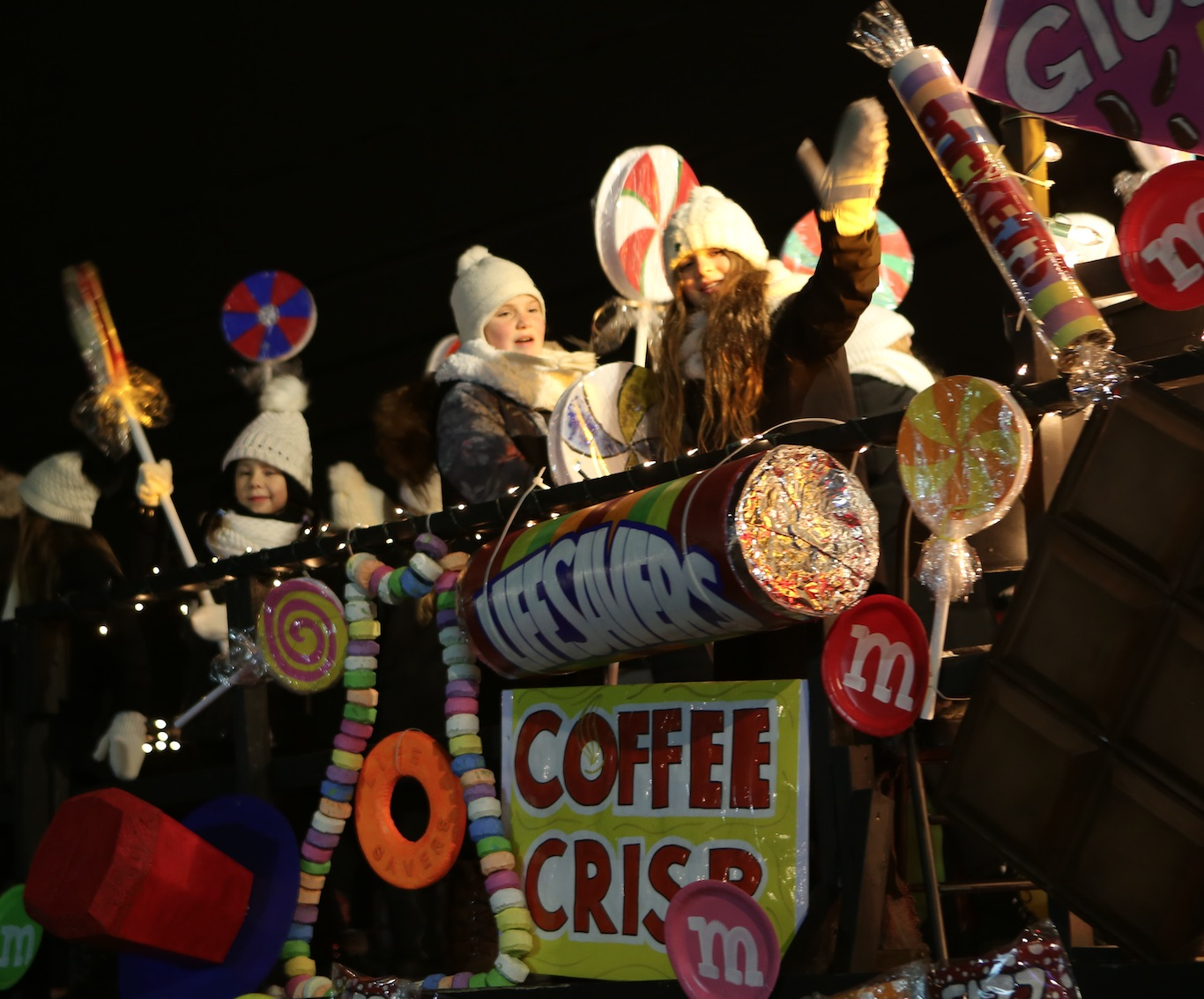 Une foule record prend part à la 21e édition du défilé de Noël à Sainte-Julie