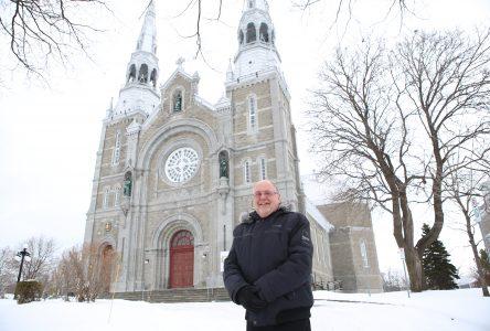 Mario Desrosiers est le nouveau curé de l'Unité pastorale Sainte-Marguerite-d'Youville: un père qui est aussi… grand-père!