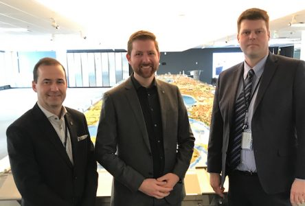 Xavier Barsalou-Duval rencontre les responsables  du Port de Montréal à Contrecœur