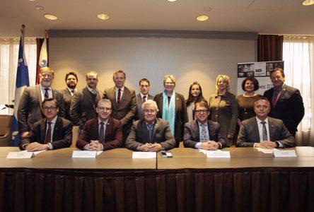 Signature des premières ententes contractuelles entre ARTM et les OPTC au colloque de l'AQTr