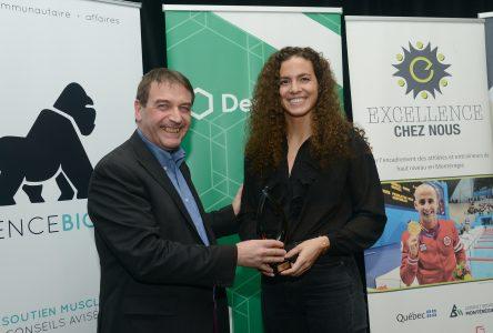 Ariane Mainville reçoit le prix Athlète élite