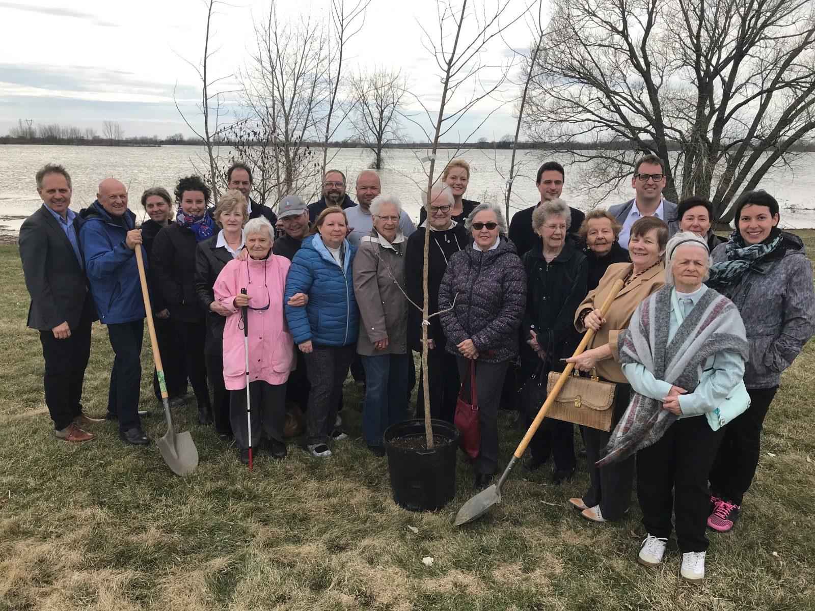 Varennes commémore le Jour de la Terre par une plantation d'arbres